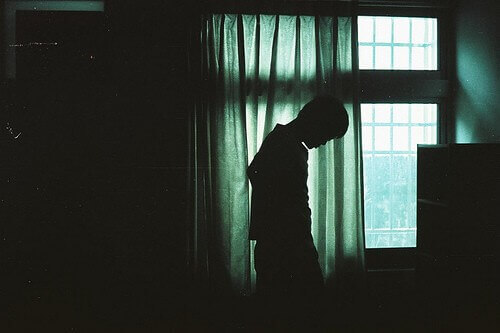 Picture of a man's silhouette in a dark room