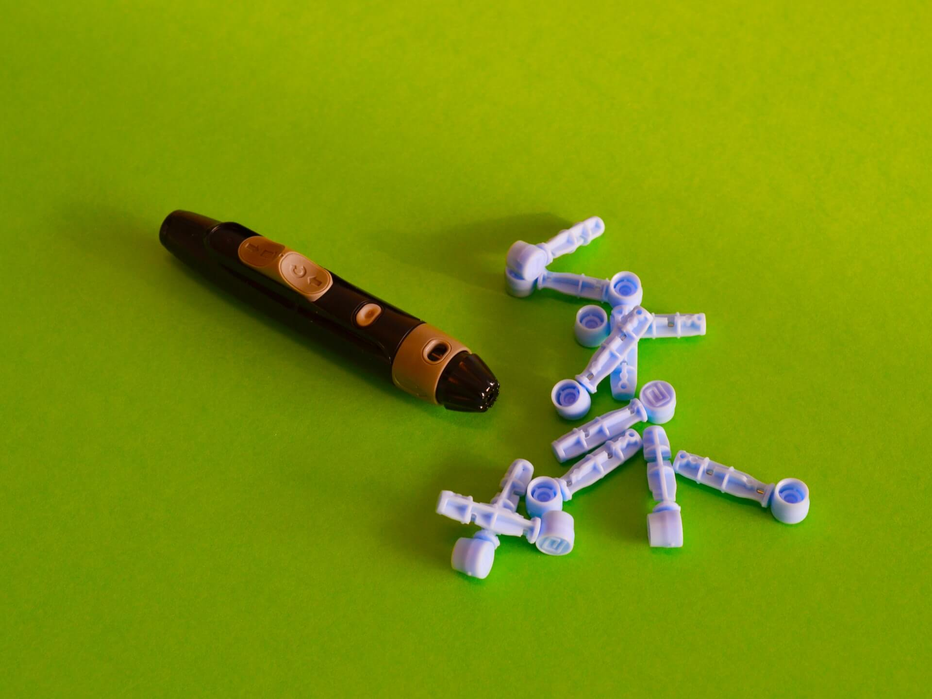 Tools used to obtain blood sample for glucose test